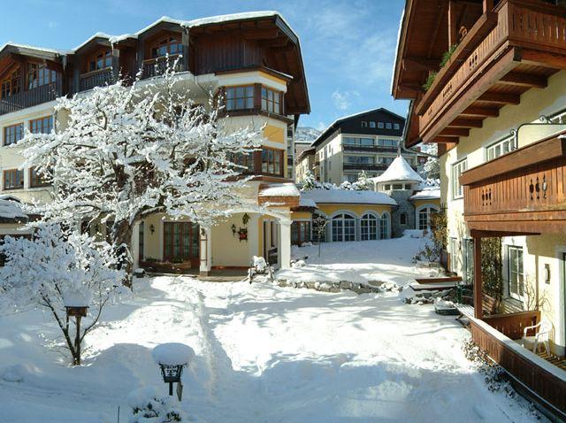 Großansicht - Außenansicht Romantikhotel Zell am See im Winter