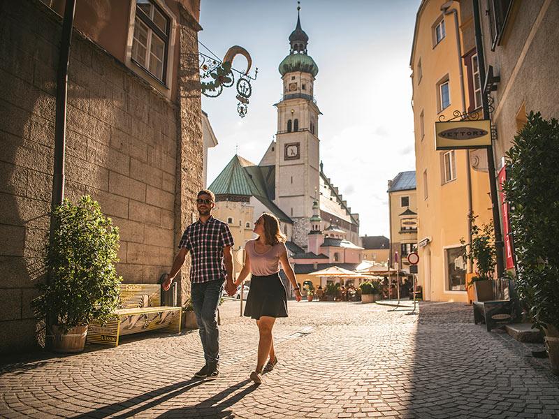 Großansicht - Altstadt Hall in Tirol Pärchen © Hall-Wattens.at