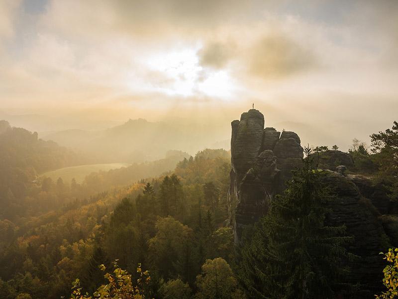 Großansicht - Elbsandsteingebirge: Bild von Sven Lachmann auf Pixabay