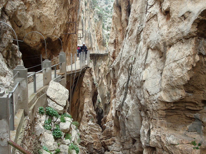 Großansicht - Wanderweg an der Felswand von Caminito del Rey