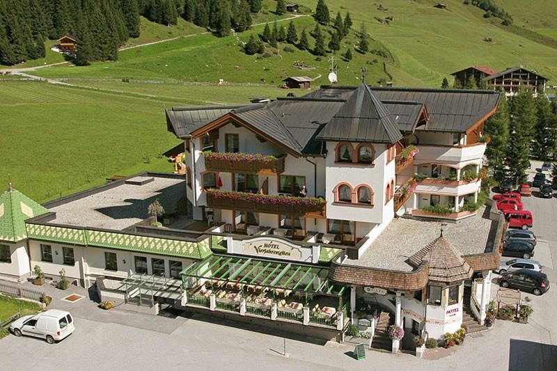 Großansicht - Aussenansicht Hotel Vierjahreszeiten in Hintertux im Zillertal