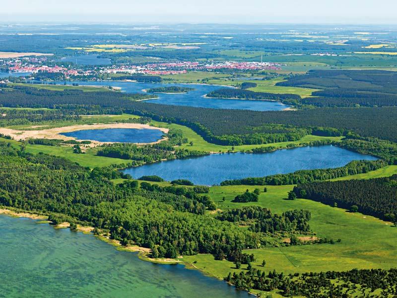 Großansicht - Seenlandschaft Mecklenburg Vorpommern im Sommer