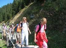 Gruppe von Kindern im Alpinolino