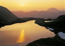 Bergsee beim Sonnenaufgang