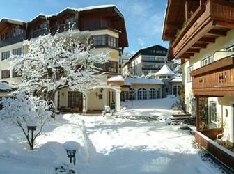 Außenansicht Romantikhotel Zell am See im Winter