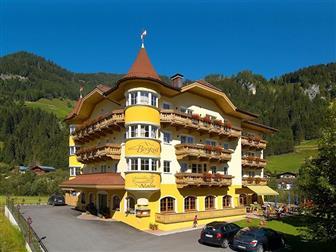 Aussenansicht vom Hotel Bergzeit in Grossarl