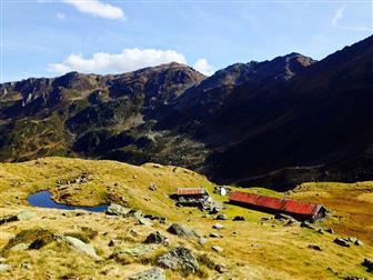 Ausblick auf die Öfeler Alm und Berge