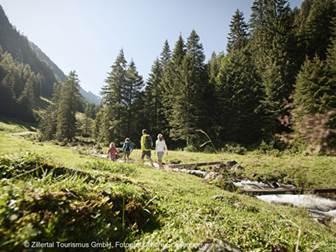 Familienwanderung durchs Zillertal