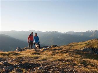 Pärchen bei der Wanderung durch den Nationalpark Zillertaler Alpen
