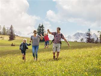 Familie-Alm-Frühling © Salzburger Saalachtal Tourismus