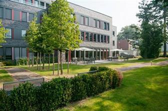 Aussenansicht Orthopark Klink in Köln