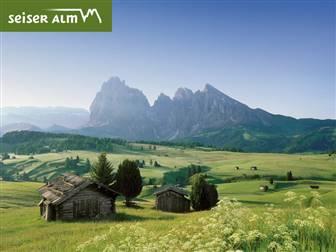 Bergpanorama und Blick auf Hocplateau der Seiser Alm