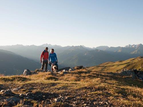 Großansicht - Pärchen bei der Wanderung durch den Nationalpark Zillertaler Alpen
